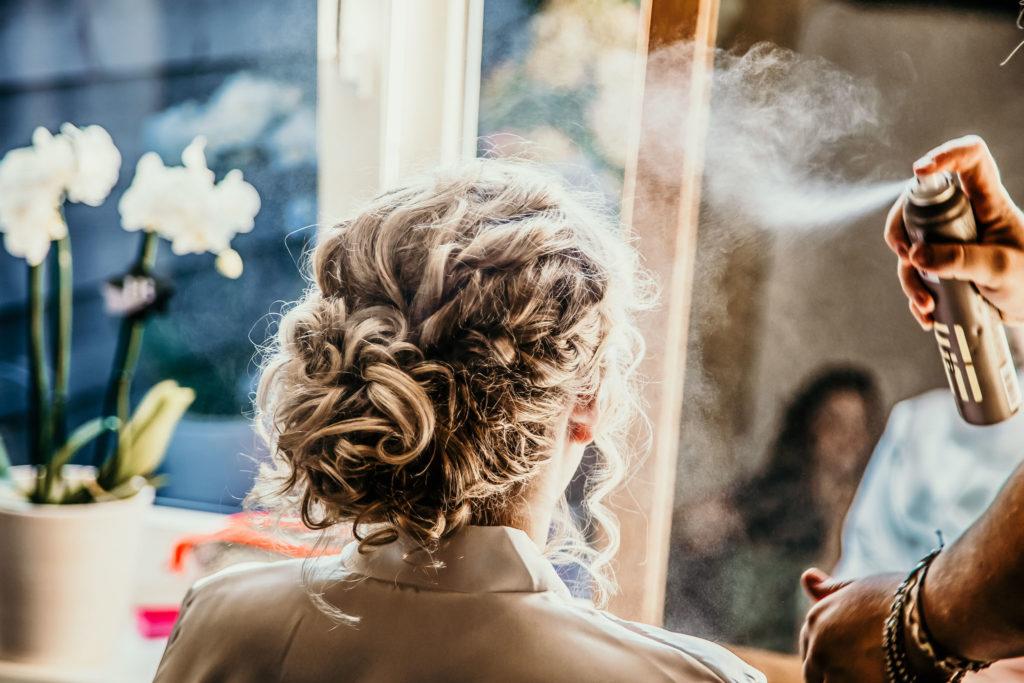 haarspray-foto-trouwfotograaf-bruid