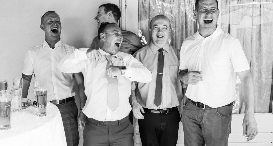 lachen-bruiloft-trouwen-2021-trouwfotograaf